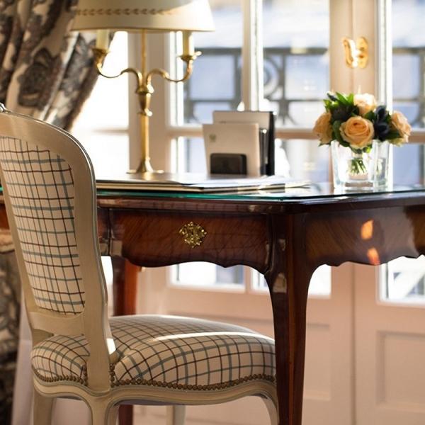 Hotel Bristol_Paris_accomodation_room_deluxe_ThorpofLondon_BernardThorp