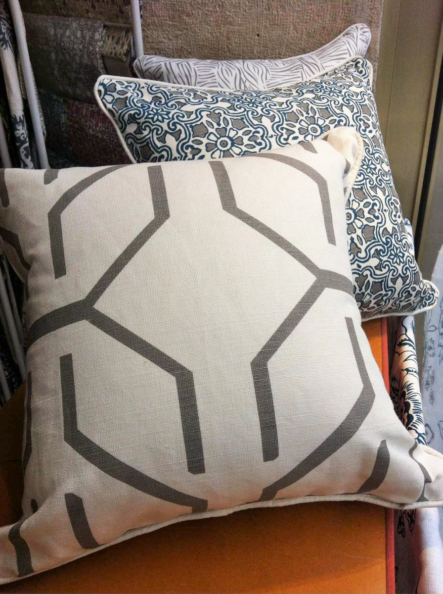 Ethnic Outline Pillow